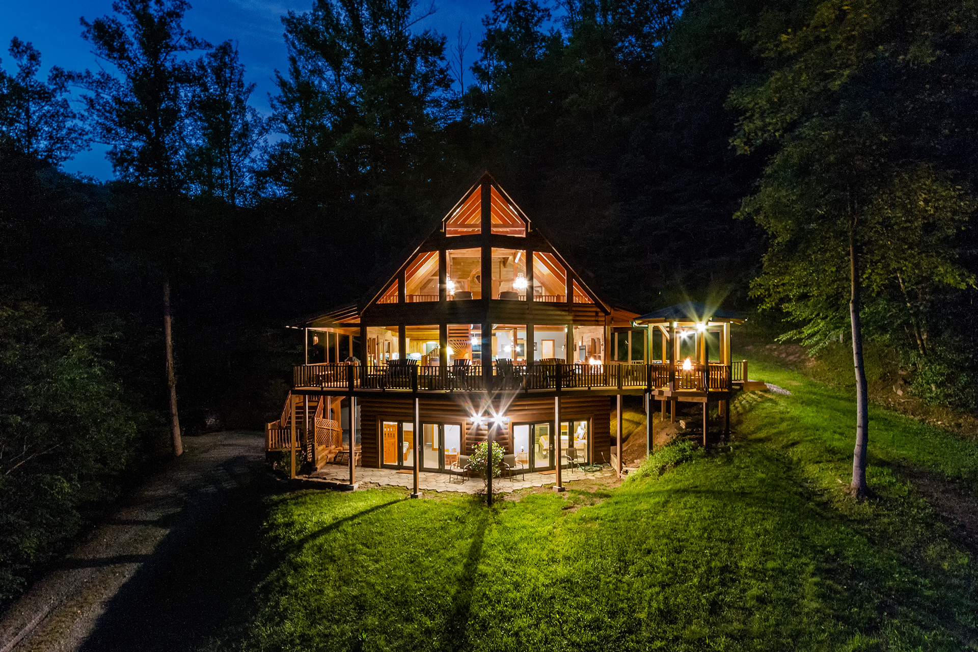 Nc cabin rentals in bryson city cherokee and nantahala for Smoky mountain nc cabin rentals
