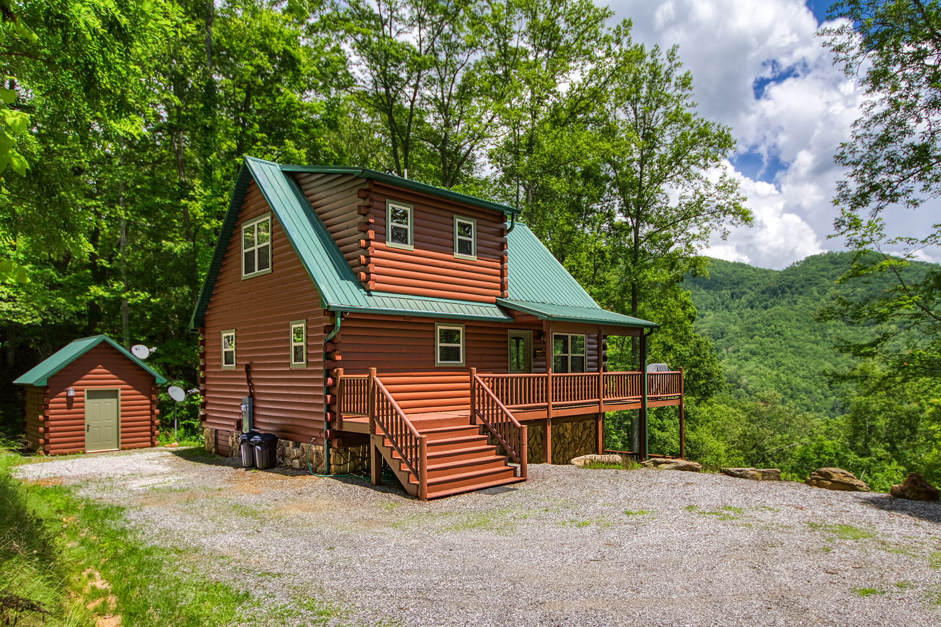 Secluded nc mountain cabin rental by carolina mountain for Smoky mountain nc cabin rentals