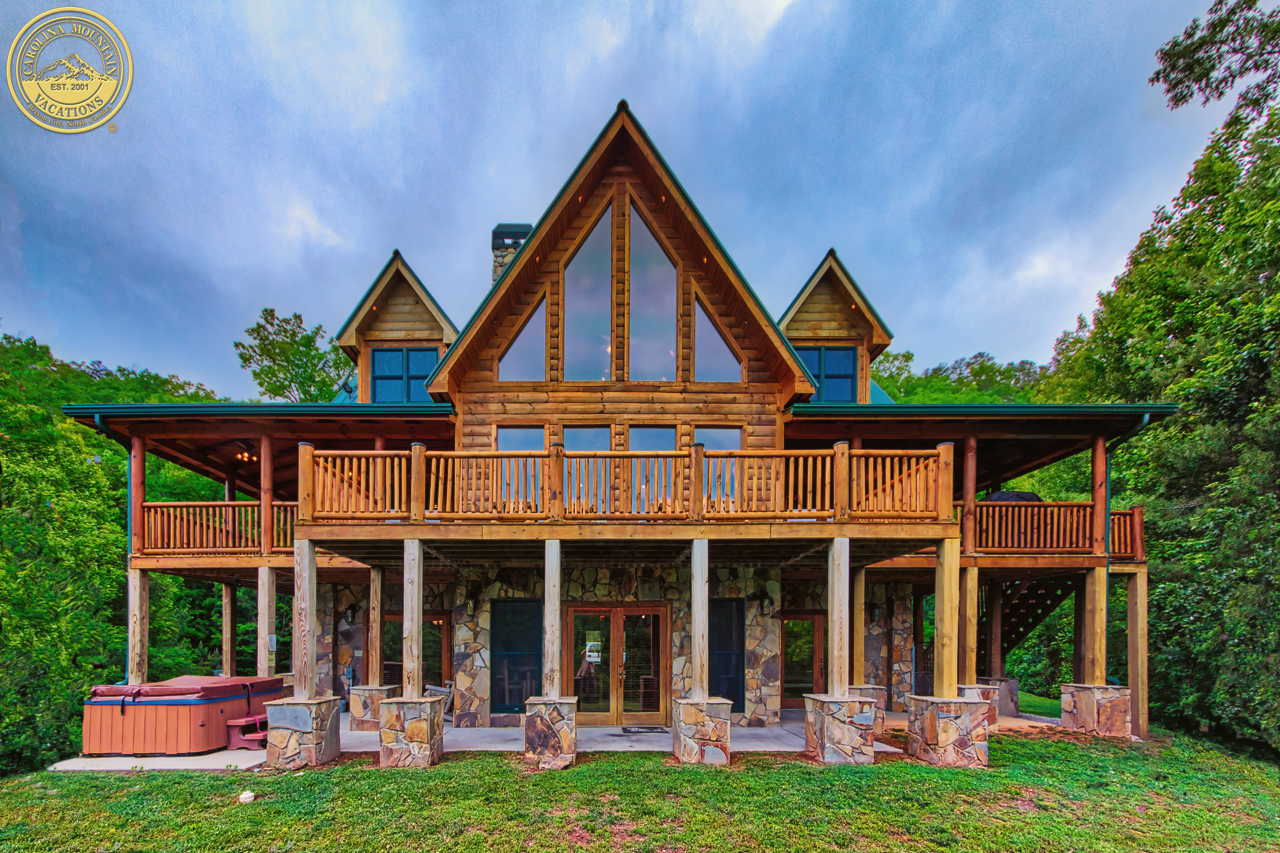 Carolina mountain vacations nc cabin rentals in bryson for Large luxury log homes
