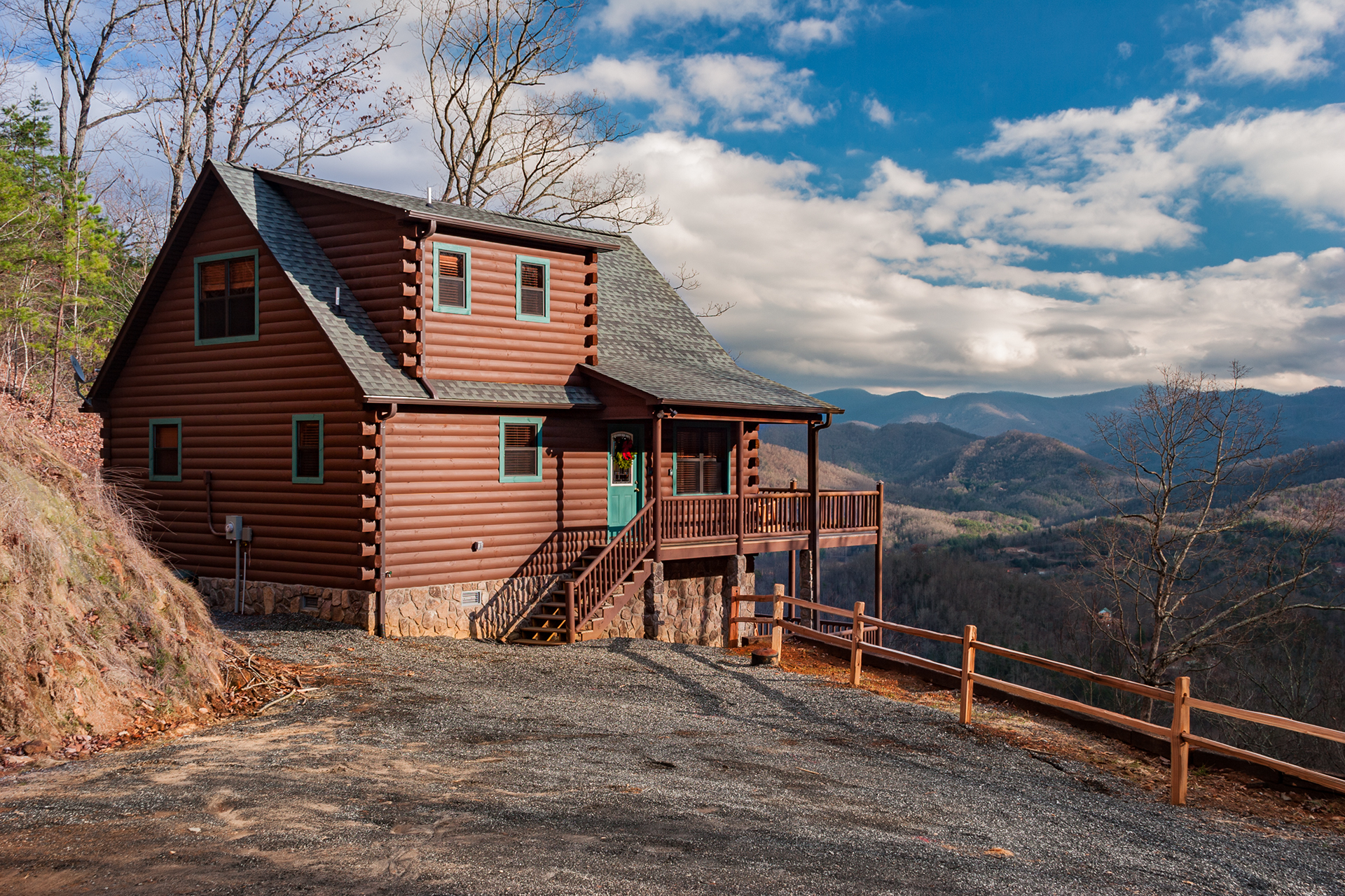 Sky cove hideaway log cabin rental with smoky mountain for Winter cabin rentals north carolina