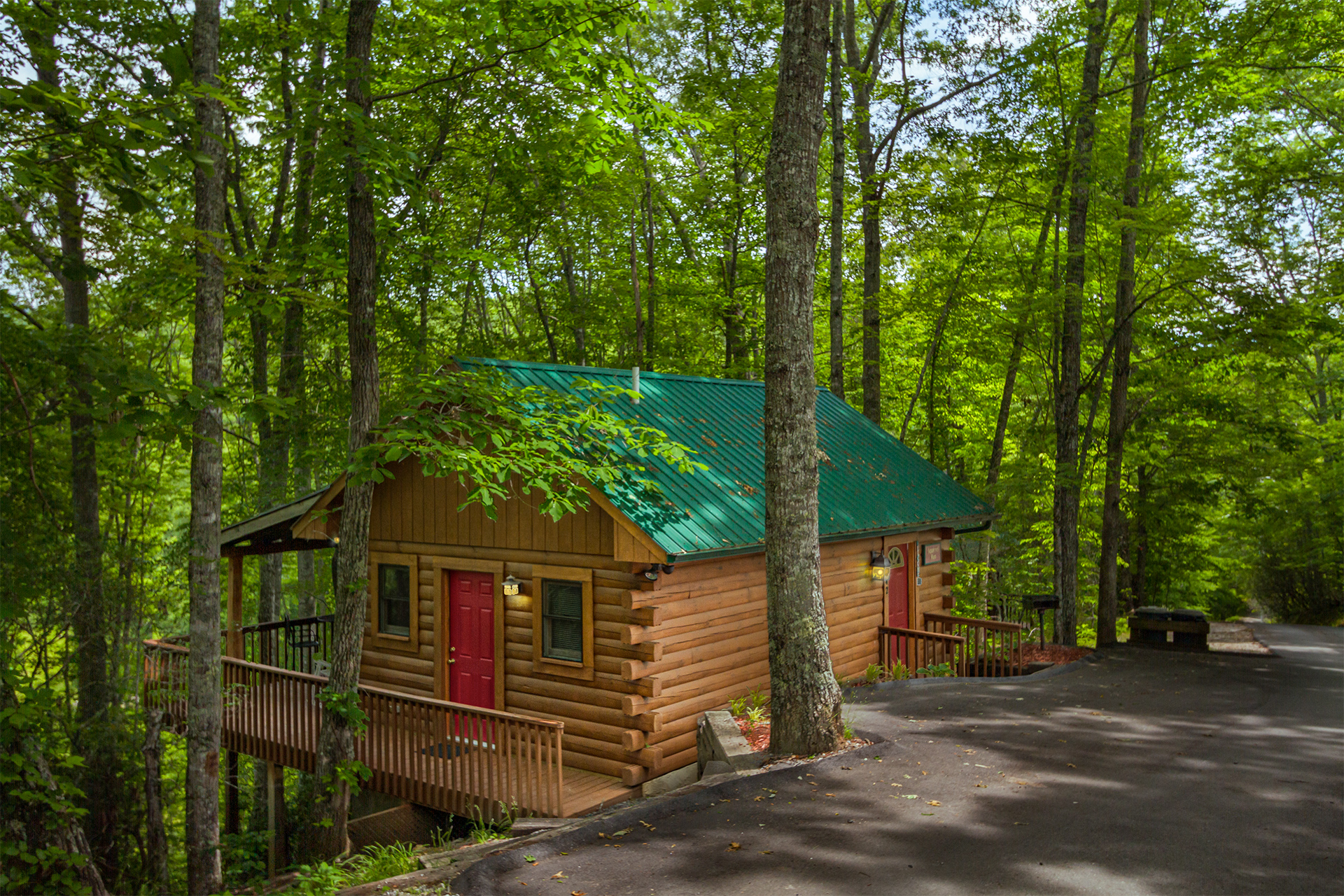 rental details for squirrel run log cabin rental in bryson city nc managed by carolina mountain